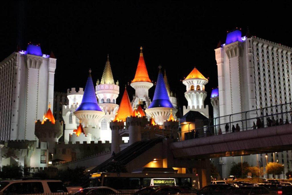 Hôtel Excalibur de nuit